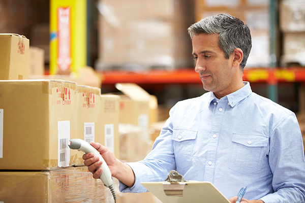 worker-scanning-package-in-warehouse-P222EZD-1
